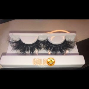 25MM LASHES💁🏾♀️❤️ ALL LASHES ARE HANDMADE